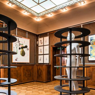 Installationsansicht Oberlichtsaal – Arbeiten von: Keith Tyson / Sean Landers / Heimo Zobernig