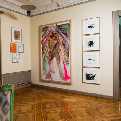 Installationsansicht Eckzimmer – Arbeiten von: Isa Genzken / General Idea / Albert Oehlen / Verne Dawson  Durchgang/Passage: Philippe Parreno & Pierre Huyghe